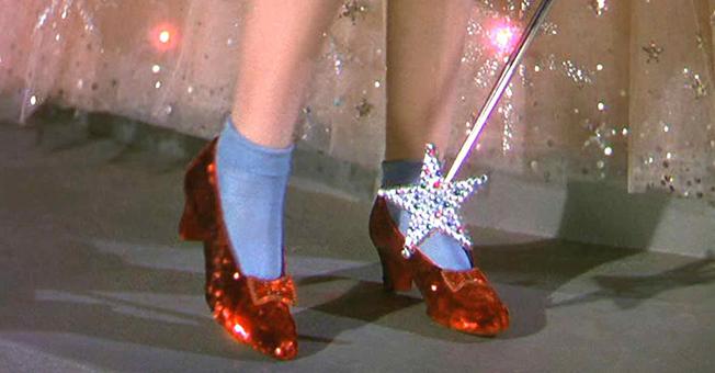 为什么我们对红色鞋子的热爱经久不衰