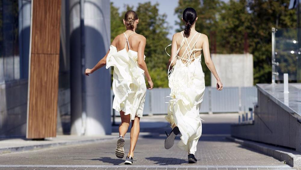 喜欢夏天的理由啊 是因为可以穿小白裙