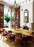 餐桌是Kathryn的妈妈做的,桌上的花器是她自己的作品,而壁炉是房子原来保留下来的,家里的各处细节都能体现人之深情。