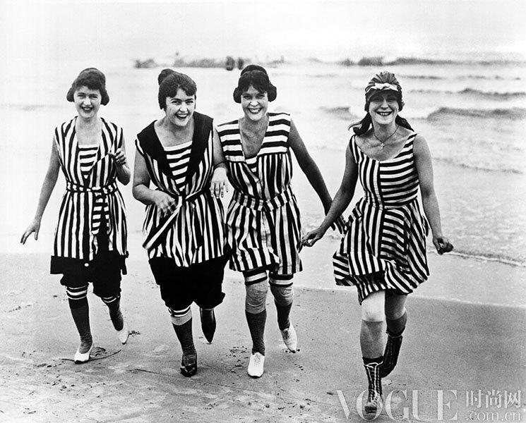 你真的想不到 100年来她们这样穿泳装