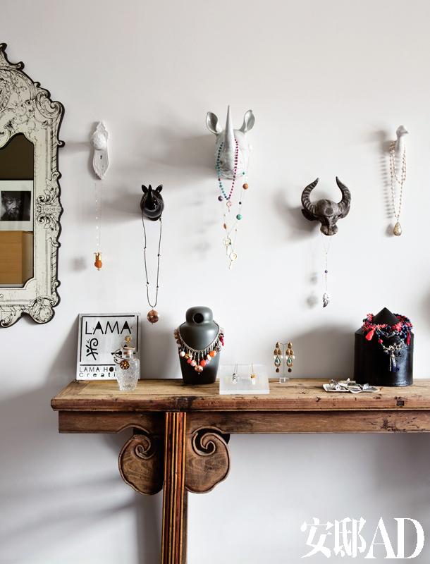 身为珠宝首饰设计师的lama,经常在旅途中撷取创作灵感,比如在南美洲的