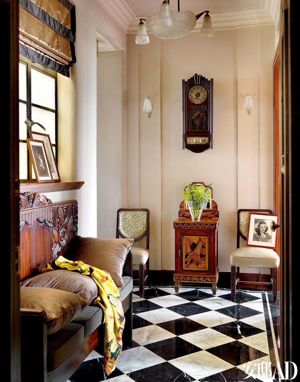 刚一进门的玄关内,已经是十足的Art Deco风范了。