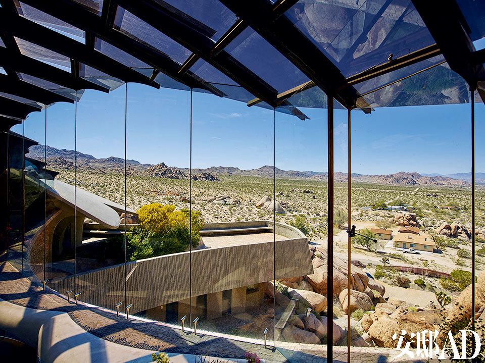 工程耗时多年,周围的混凝土结构之后由来自圣地亚哥的稀有技艺工匠John Vugrin花了20年重新加固。