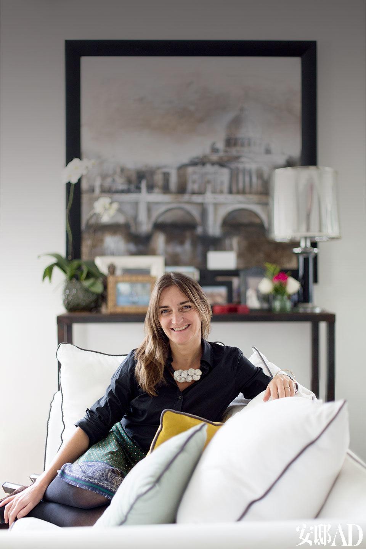 """身为3个女儿的妈妈,设计师Domi希望能能为孩子们营造一个可以学会审美的室内环境。""""美不仅仅是一个通用的概念,我想为她们创造一个美的背景,在一个平衡且美丽的环境中长大,就像我一样。"""""""