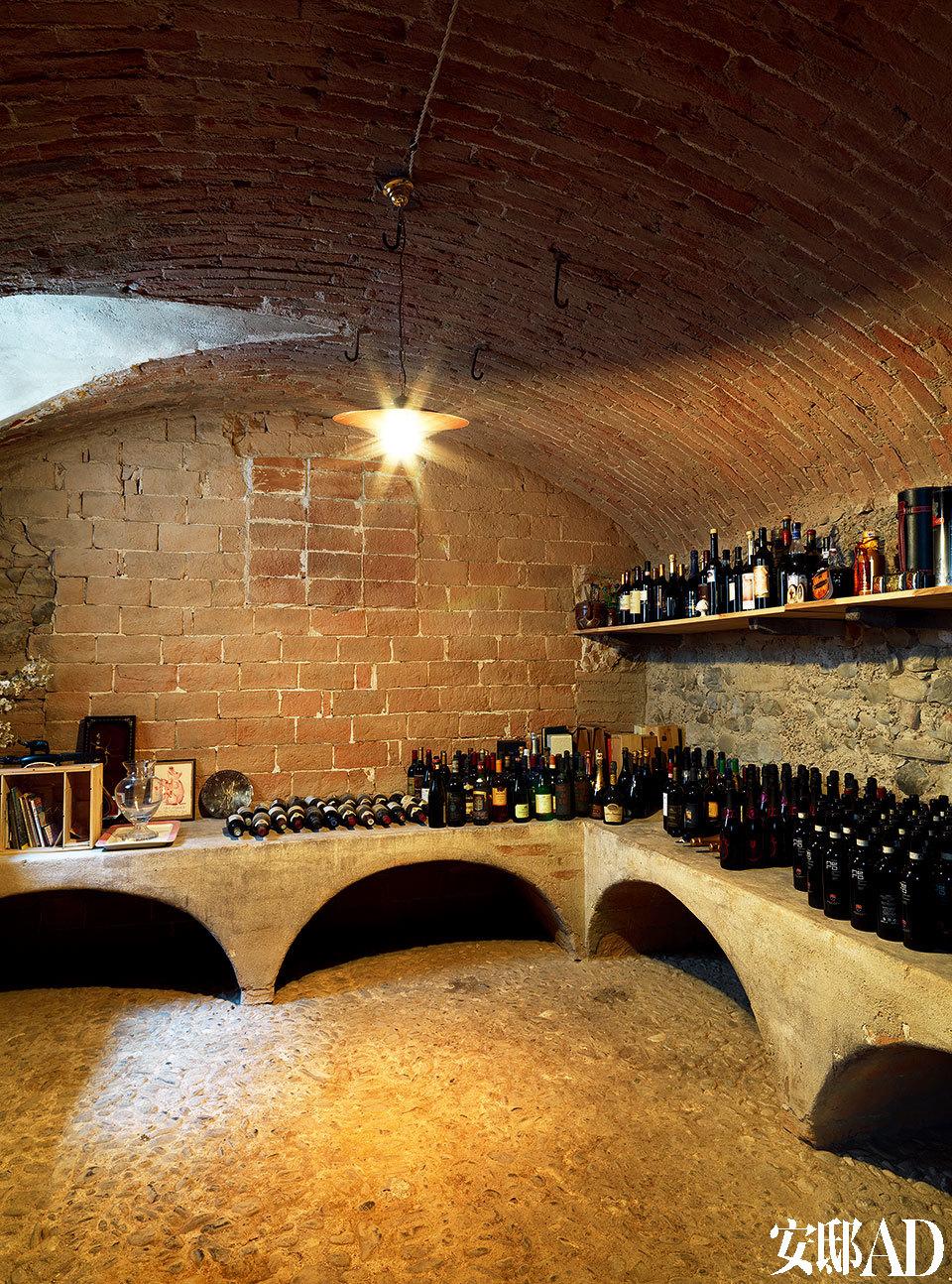 主人的酒窖。