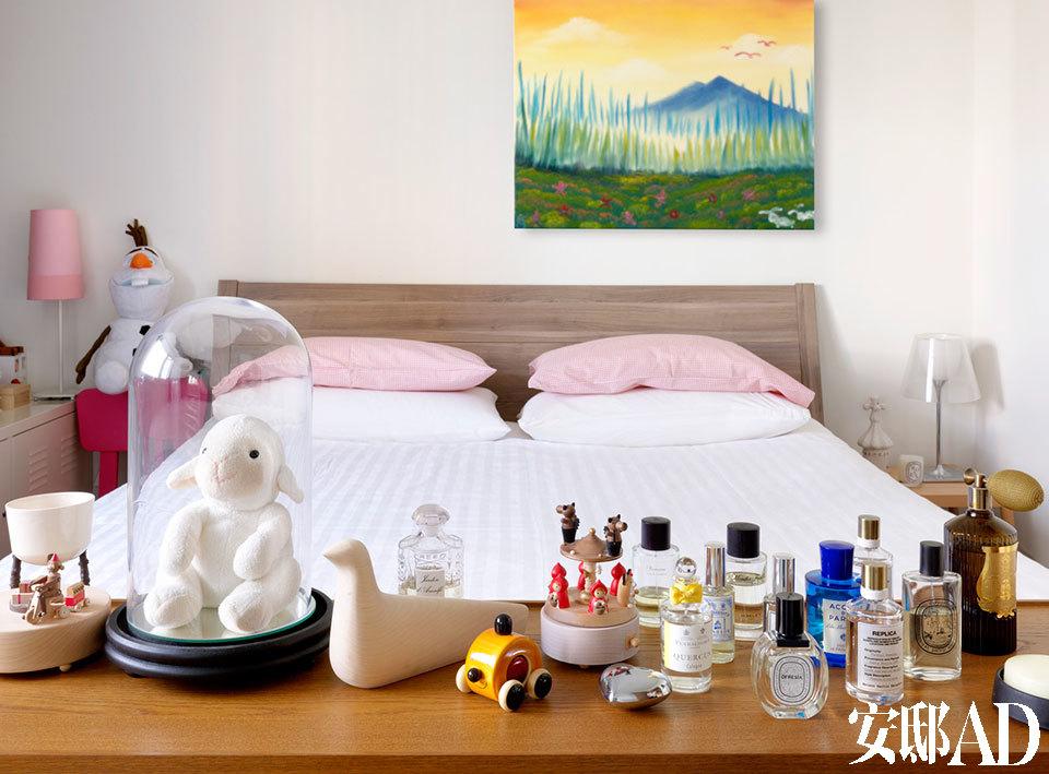 主卧室。一次下榻巴黎Le Royal Monceau酒店,包益民认为其客房大小正合适,特意现场量了尺寸,在台北家中的主卧室照着规划,再决定其他空间尺寸。