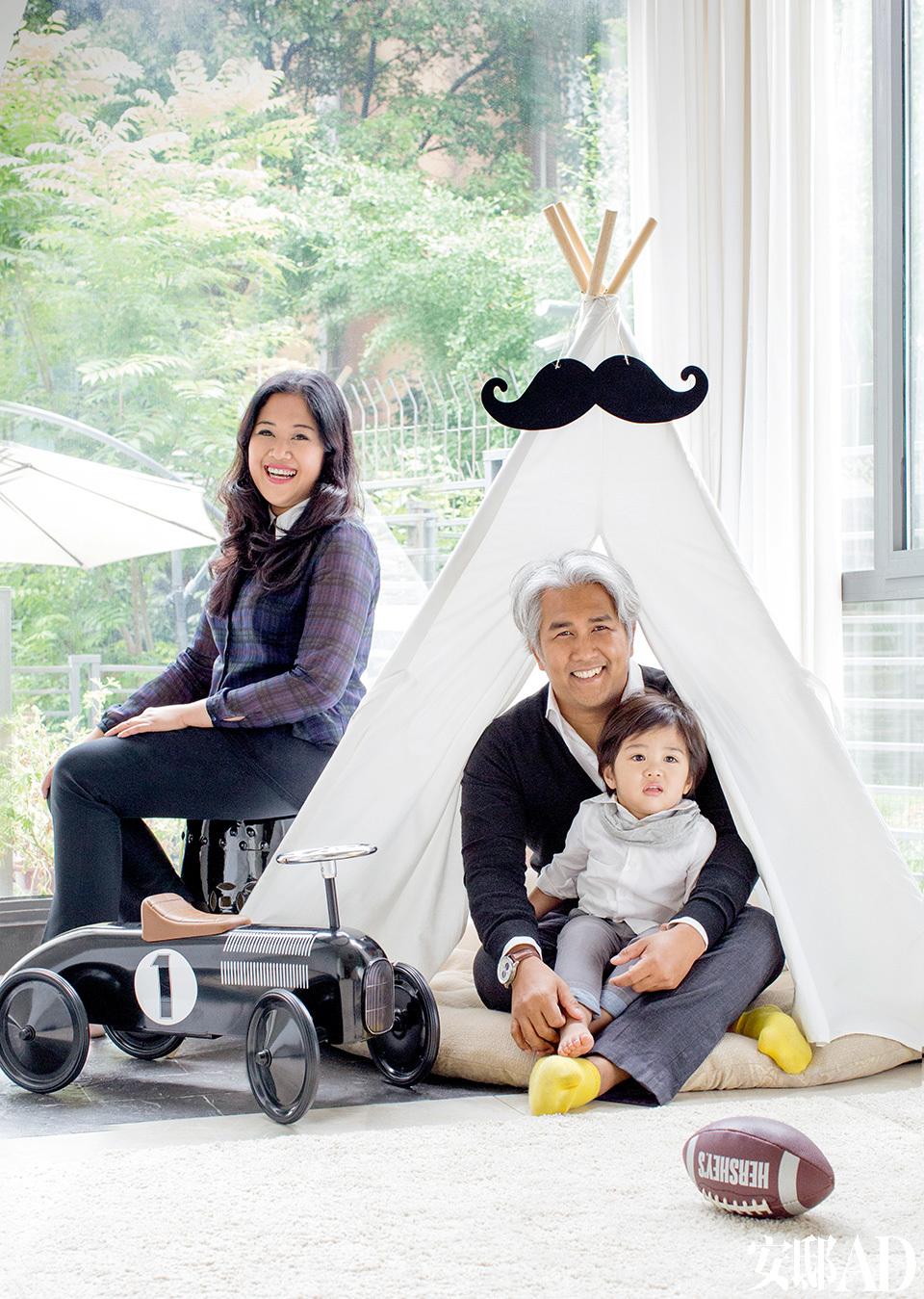 主人:Mel Gani & Nor Yunoss新加坡夫妇,曾共同组建婚礼策划公司。Mel,室内设计师,还涉足家具、家居饰品设计,与位于上海的家具品牌The Canvas密切合作,提供家具、家居和室内设计的解决方案。Nor,曾在建筑业工作,现供职于西服定制公司。男孩Mishka,今年3岁,是两人爱的结晶。
