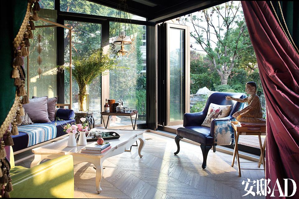 阳光房是加盖出来的,没想到成了主人逗留最多的地方。这个阳光房的家具大多来自Zen Home。