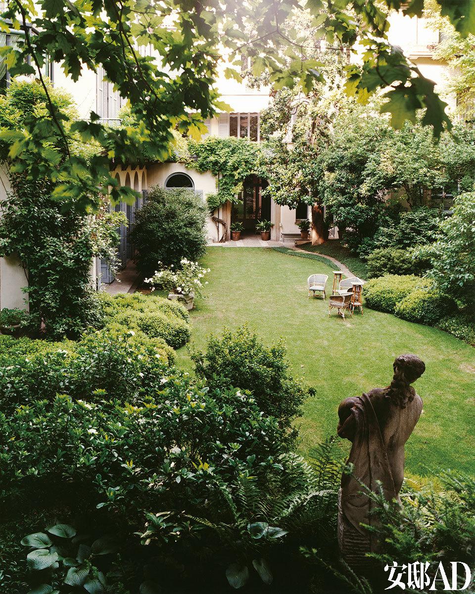 19世纪风格的花园,是Bellini在家里流连最多的地方。