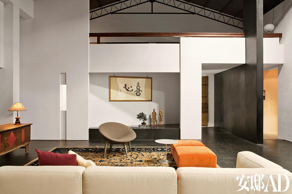 剧场般的大空间,和Cassina家具完美搭配。