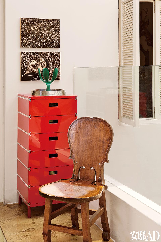 卜镝热衷于收藏各种椅子,漂亮的琴背椅是其中之一。