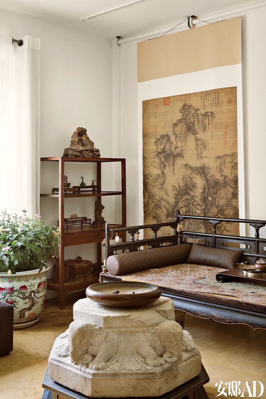 一层休息室,黑漆木榻是早年在北京吕家营市场的收获。