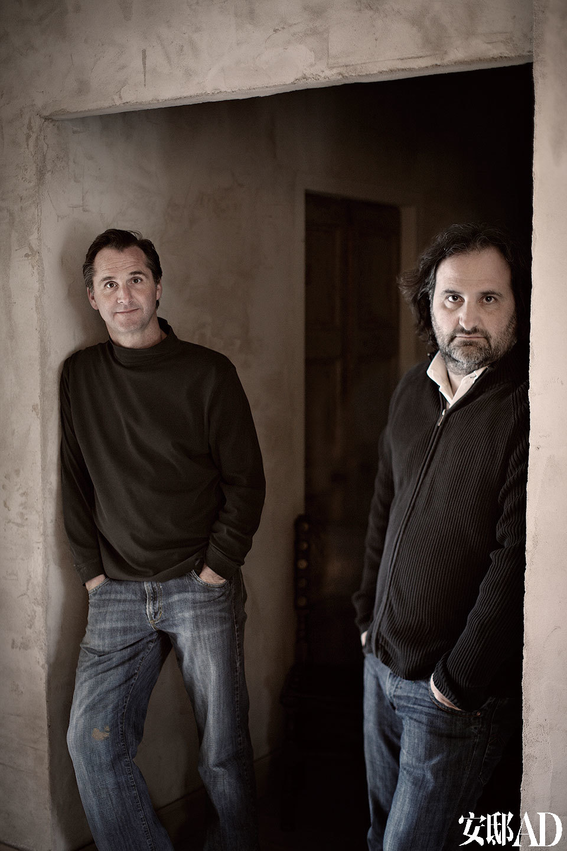 室内设计师Serge Castella和他的伴侣Jason Flinn。