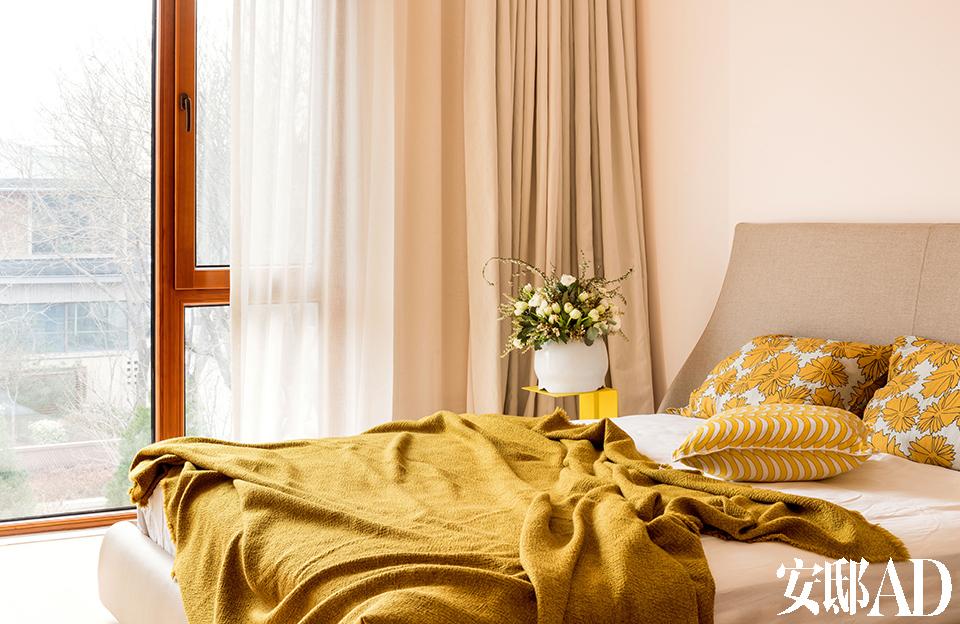 一间卧室,床品为Society Limonta,来自Lane Crawford。