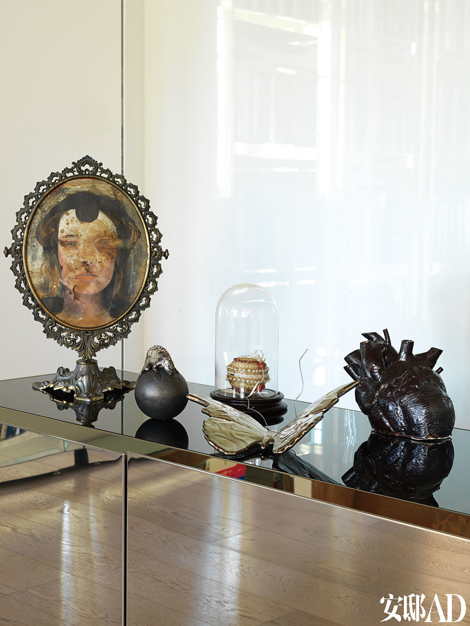 客厅中的小摆件,全部来自推崇当代艺术的Wunderkammer Visionnaire。