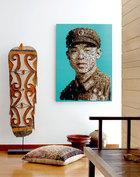 """客厅的一个入口处,墙上的艺术品来自王浪创作的""""幻想-梵高vs.村上隆""""系列,购自北京Surge Art。"""