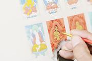 """唐卡中描绘的全都是与佛法相关的事迹,每一尊佛像都有着非常具体而绵密的要求,不同佛像有不同""""开眼""""的..."""
