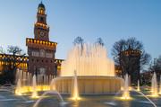 穿过蓝绿色的铁桥,紧靠纳维利区的Porta Genova车站身后,Tortina路与Savona路交汇的区域是画室、展馆、...