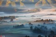 云南曲靖会泽县念湖,大桥乡和昭通交界处的黑颈鹤自然保护区。宁静的水面,又吸引了国家皮划艇的运动员到...