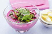 红菜汤红菜汤是中欧和东欧一些国家最大众化的汤,有很多版本和做法。在这些地区,罗宋汤大多以甜菜为主料...