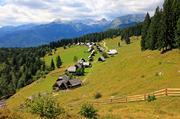 特里格拉夫山(Mount Triglav),每年200万游客到这里来,有的环绕斯洛文尼亚最大冰湖博希尼湖徒步旅行,...