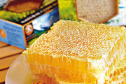 几乎人人都知道小熊维尼,生活在百亩森林里的他最喜欢吃蜂蜜啦,为了寻找蜂蜜,他甚至会想办法进入蜂窝...