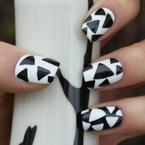 最简单的黑白色,照样能让美甲出彩