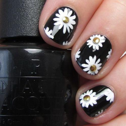 最简单的黑白色,照样能让美甲出彩图片