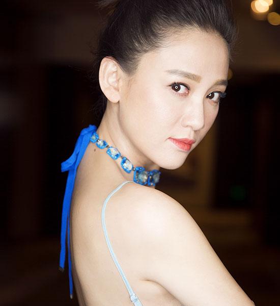 35+陈乔恩依旧童颜!减龄妆发值得学