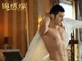 """黄晓明新戏秀胸肌玩""""胸咚"""" 有胸的男人更任性"""