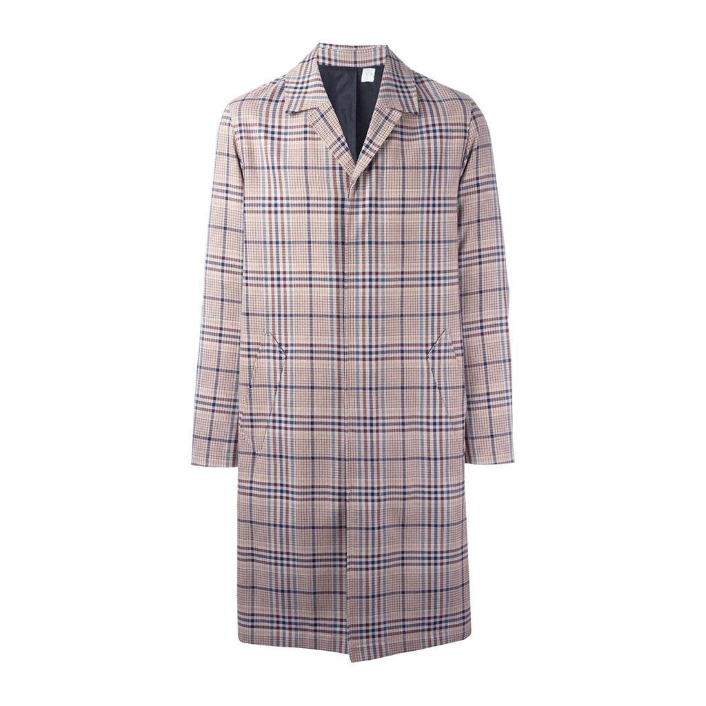 穿一件春寒料峭下的格纹外套