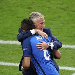 欧洲杯 主教练的表都是自己买的