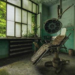 摄影师拍摄欧洲荒废建筑 残垣中可见昔日辉煌