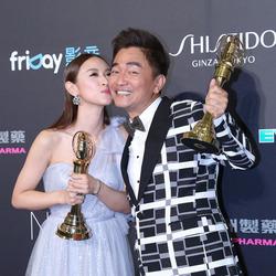 第51届金钟奖:吴慷仁柯佳嬿夺视帝后 吴宗宪获女儿热吻