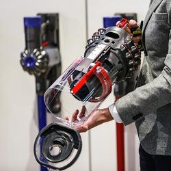 """会自己站起来 这台戴森吸尘器应用了最新的""""坚强""""技术"""