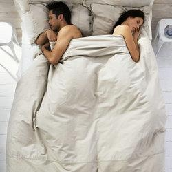 从睡姿透视情侣间的感情关系
