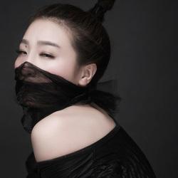 蒙面的黑衣女郎