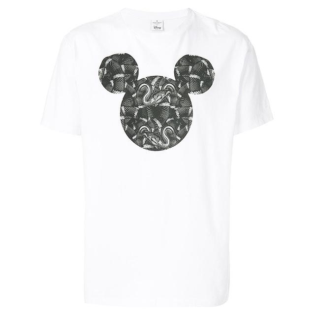 可爱的米老鼠在这件T恤上变了味道