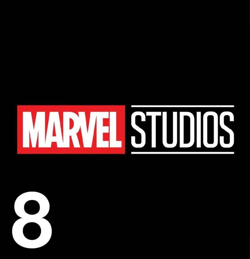 设计 ( ? ) 漫威影业的新 Logo 在圣迭戈漫展上,除了公布《奇异博士》预告片、《雷神 3》以及《银河护卫队 2》的物料以外,漫威还宣布了一款新的漫威影业的 Logo 以及片头,凭皮克斯经典动画《飞屋环游记》获奥斯卡最佳原创配乐的迈克吉亚奇诺为宣传片作曲。新 Logo 中原来位于下方的 Studios 字样被平移到了右方,片头中也加入了更多在过去几年里电影中的人物形象,而不再是以往翻动漫画的样子。 只看漫威电影宇宙不看漫画的粉丝终于有了一定的归属感。
