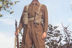 英军致力于服装设计,还负责推广工装裤