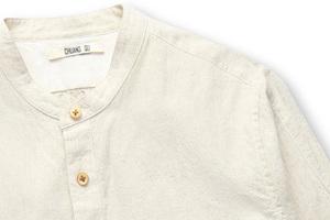 不经染色的法国麻立领衬衫