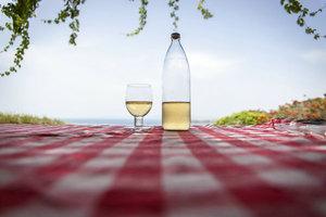 为什么我们要点菜单上最便宜的酒?
