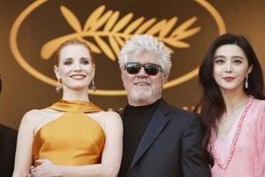 范冰冰携评委团亮相戛纳70周年庆典 粉色Louis Vuitton礼服飘逸甜美