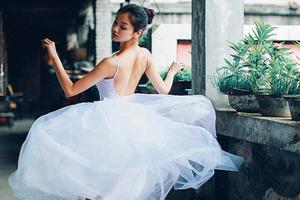 旧屋楼道的孤单芭蕾