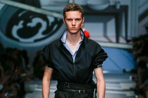Prada发布新一季,王俊凯为Dolce&Gabbana走开场秀