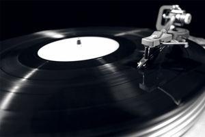索尼准备重新生产黑胶唱片了,这可是他亲手打败的对手啊