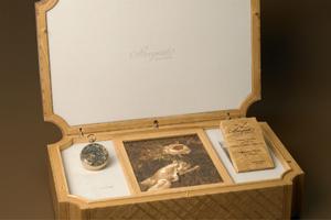 为什么这款表的表盒用的是凡尔赛宫里的橡树?