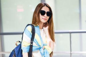 田馥甄条纹衫彩色围巾披着freestyle 阔腿牛仔裤+双肩包个性时尚