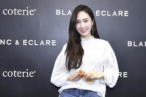 Coterie携手郑秀妍(JESSICA JUNG) 发布BLANC & ECLARE x COTERIE限量联名系列墨镜