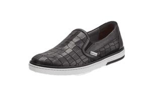 这双鳄鱼皮鞋可不老气